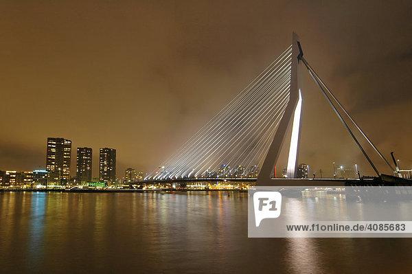 Rotterdam Provinz Süd-Holland Niederlande Erasmusbrug Erasmusbrücke mit dem Fluss Nieuwe Maas