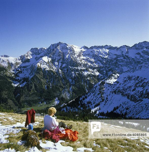 Schnippenkopf (1833 m) Allgäuer Alpen bayerisch Schwaben Bayern Deutschland vor dem Großen Daumen (2280 m) und Gipfelkette zum Nebelhorn MR