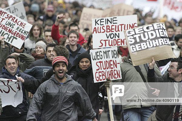 DEU  Mannheim  03.02.2005  Studentendemo gegen die Einfuehrung von Studiengebuehren  Zentrale Kundgebung in Mannheim