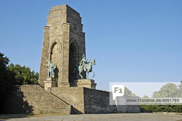 Kaiser-Wilhelm-Denkmal auf der Hohensyburg  Dortmund  Ruhrgebiet  NRW  Nordrhein Westfalen  Deutschland  Reiterdenkmal  Nationaldenkmal  Kulturgeschichte