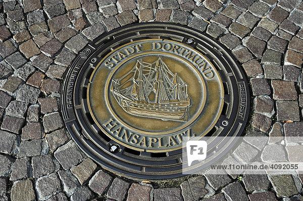 Gullydeckel mit Wappen  Dortmund  NRW  Nordrhein Westfalen  Deutschland