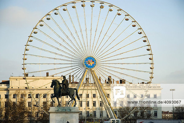 Denkmal von Louis XIV  Riesenrad  am Place Bellecour  Lyon  Frankreich