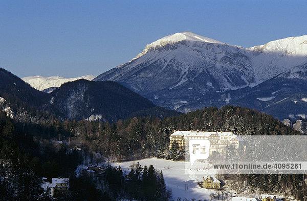 Kurhaus Semmering vor Rax vom Eselstein gesehen Niederösterreich Österreich