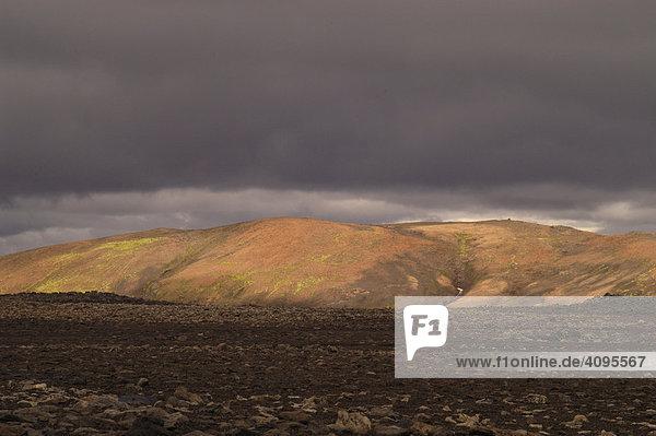 Obsidian und bunter Berg aus Rhyolith Laugavegur Hrafntinnusker Island