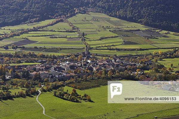 Blick vom Tartscher Bichl auf Glurns  Tartsch  Oberer Vinschgau  Südtirol  Italien