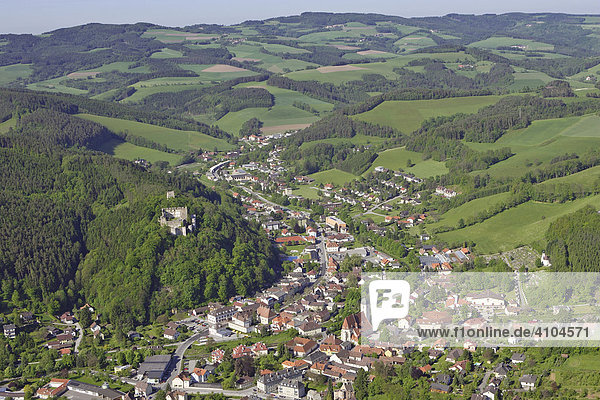Luftaufnahme vom Ort Kirchschlag in der Buckligen Welt  Niederösterreich  Österreich