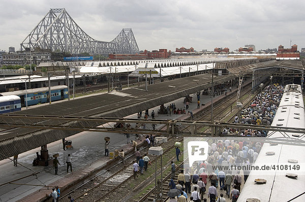 View of a part of the famous Howrah Station,  Howrah Bridge,  one of Calcutta's landmarks,  Calcutta,  Howrah,  Hooghly,  West Bengal,  India,  Asia, View of a part of the famous Howrah Station,  Howrah Bridge,  one of Calcutta's landmarks,  Calcutta,  Howrah,  Hooghly,  West Bengal,  India,  Asia