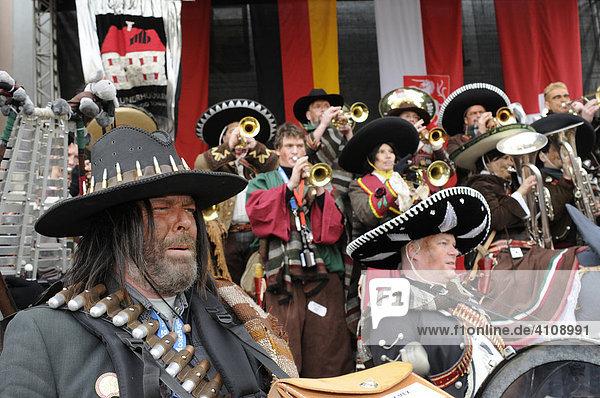 Guggenmusikergruppe Plunderhüüsler Schaan  Liechtenstein  25. Internationales Guggenmusikertreffen in Schwäbisch Gmünd  Baden Württemberg  Deutschland  Europa