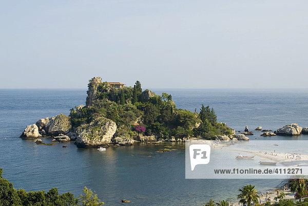 Insel mit Villa in einer Bucht vor der Küste  Taormina  Italien