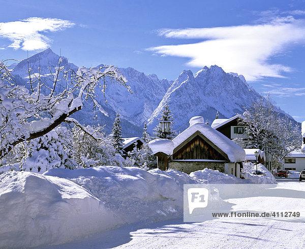 Frühlingsstrasse im Winter  Wettersteingebirge  Zugspitze  Garmisch  Oberbayern  Deutschland