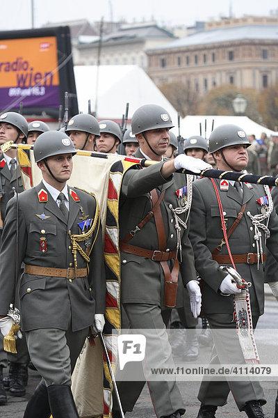 Gardeoffiziere am Heldenplatz in Wien  Österreich