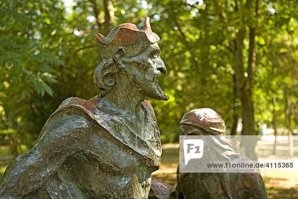 Stadtpark von Saki mit Figuren von Alex. Sergej Pusakin  Saki  Krim  Ukraine  Süd-Osteuropa  Europa