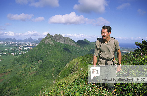 Wanderer bei der Besteigung des Le Pouce  Mauritius