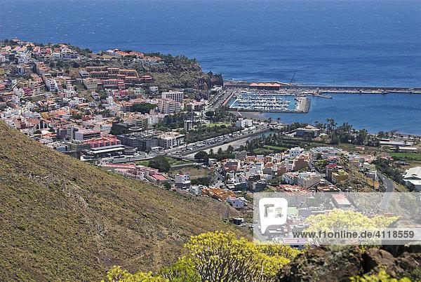 Blick auf die Hauptstadt San Sebastian und Hafen  Insel La Gomera  Kanarische Inseln  Spanien  Europa Insel La Gomera