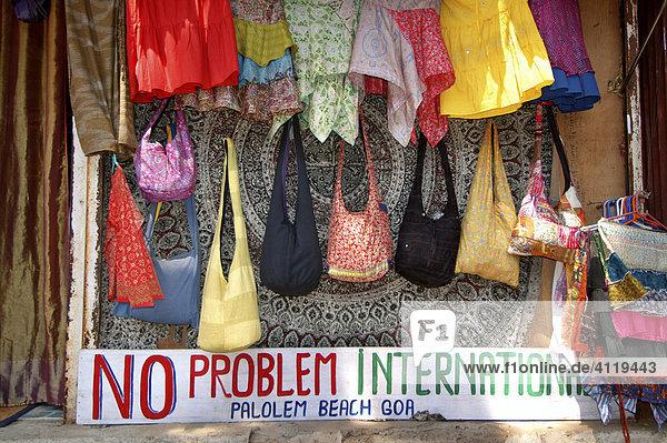 Indien  Goa  no problem international Souvenirstand am Strand von Palolem