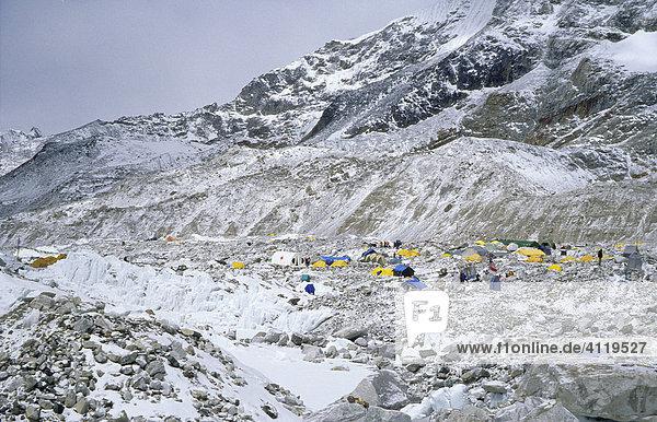 Überblick über das Basislager auf dem Khumbu-Gletscher  5300m  Mount Everest  Himalaya  Nepal