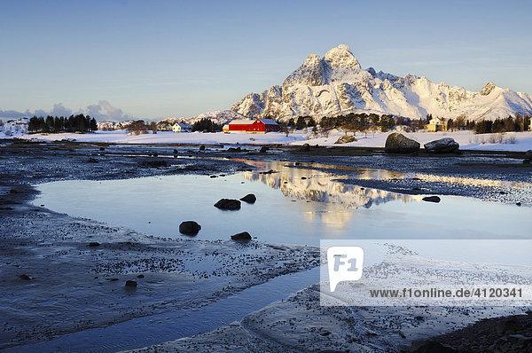 Winterlandschaft auf den Lofoten bei Kabelvag  Norwegen  Europa