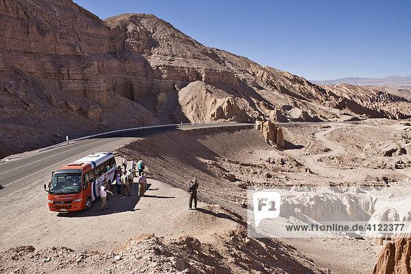 A tourist bus stopped en route to San Pedro de Atacama  Región de Antofagasta  Chile  South America