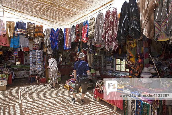 Markt mit Souvenirs  San Pedro de Atacama  Región de Antofagasta  Chile  Südamerika