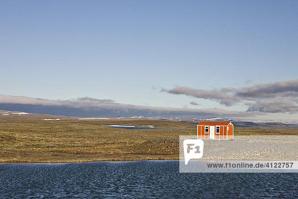Rettungshütte auf der Steingrimsfjarðarheiði  Westfjorde  Island