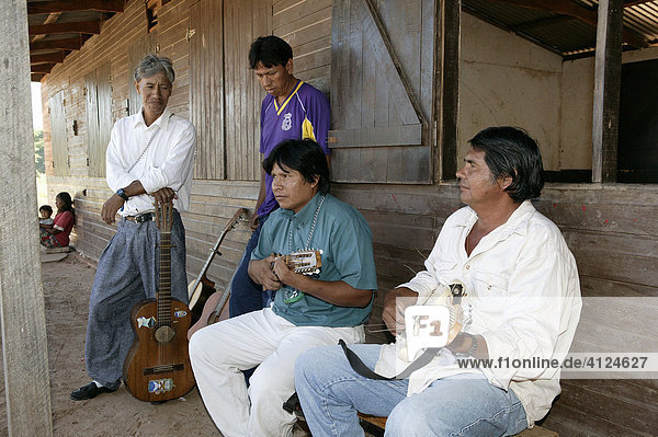 Musikanten  Indios  Loma Plata  Chaco  Paraguay  Südamerika