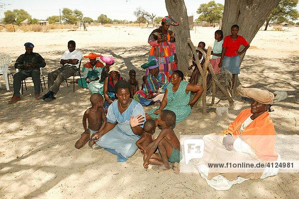 Community gathering under village tree  Sehitwa  Botswana  Africa