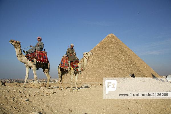 Reiter vor Pyramide  Ghize  Ägypten  Afrika