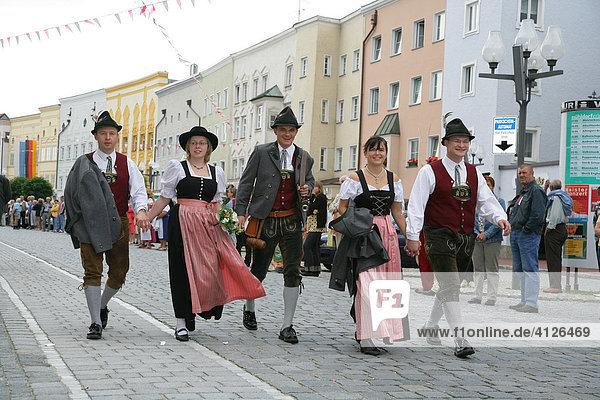 Trachtler während des Internationalen Trachtenfestes in Mühldorf am Inn  Oberbayern  Bayern  Deutschland  Europa