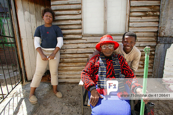 Großmutter mit Enkel  Kapstadt  Südafrika  Afrika