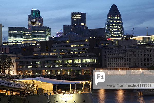 The Gherkin Building an der Themse  London  England  Großbritannien  Europa