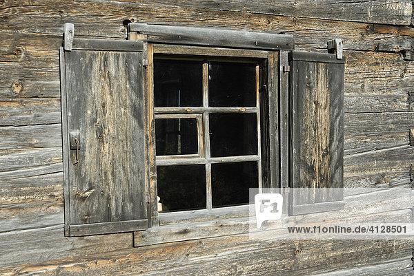 Vollholzbauweise  Bauernhaus aus Südtirol  wiedererrichtet im Museum Tiroler Bauernhäuser  Kramsach Tirol Österreich