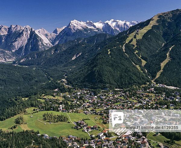 Seefeld  hinten Karwendelhauptkamm  Karwendel  Tirol  Österreich  Luftbild