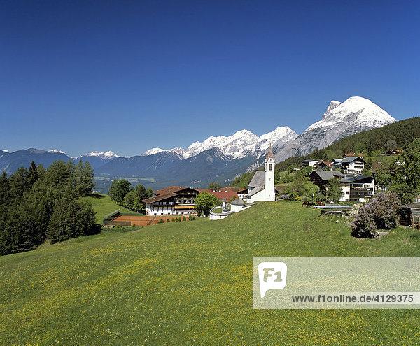 Mösern  Pfarrkirche  Inntal  Hohe Munde  Mieminger Kette  Tirol  Österreich