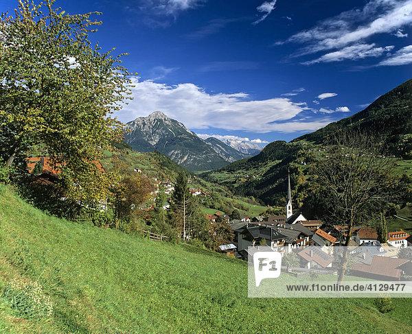 Wenns im Pitztal  hinten Tschirgant  Ötztaler Alpen  Tirol  Österreich