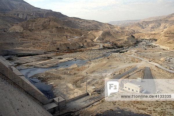 Blick vom Staudamm im Wadi al-Mujib (Jordaniens Grand Canyon)  Jordanien  Naher Osten  Asien