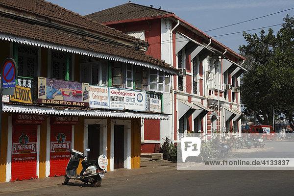 Bunte Kolonialstil Häuser im alten portugiesischen Viertel  Panaji  Panjim. Goa  Indien