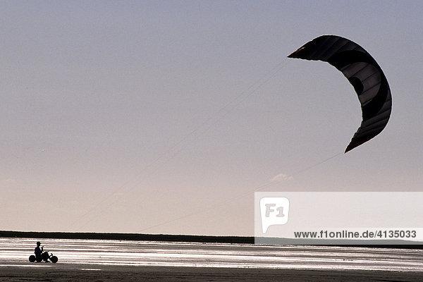 Kite-Buggy am Strand  Romo  Süddänemark  Dänemark