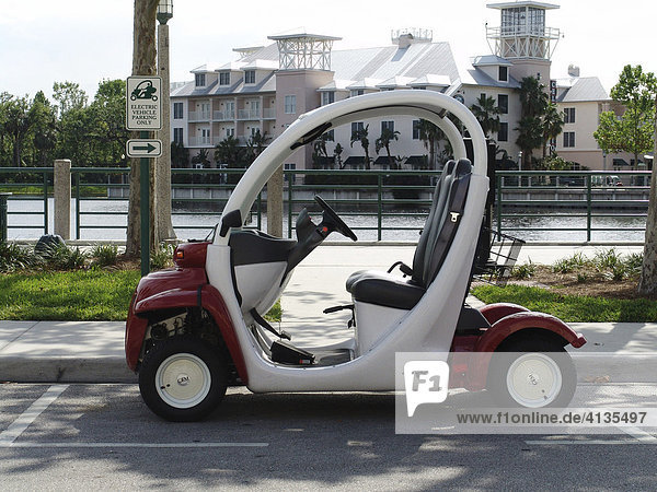 Parkplatz fuer elektrische Fahrzeuge  Celebration (vom Disney Konzern gegründete künstliche Stadt)  Florida  USA