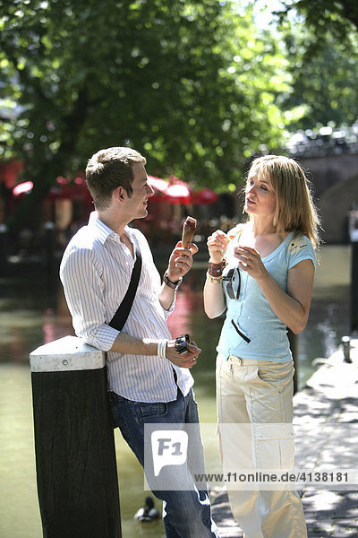 NLD Netherlands Utrecht: Young couple in the old town. |