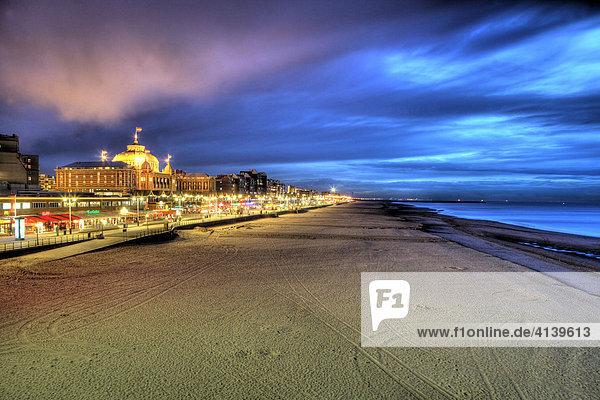 Strandbad  Skyline des Badeortes mit Kurhaus  Scheveningen  Niederlande