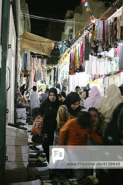 Souk Basar  Einkaufsviertel der Altstadt  Sharia El Souk Strasse  Assuan  Ägypten  Afrika