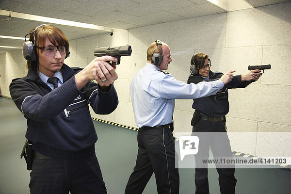 Routine weapons training at the Police HQ or headquarters shooting range  Mettmann  North Rhine-Westphalia  Germany  Europe