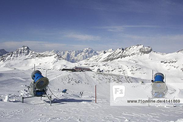 Schneekanonen im Skigebiet Mölltalgletscher  Kärnten  Österreich