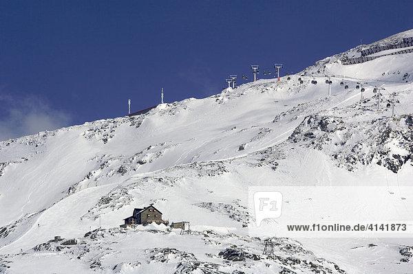 Duisburger Hütte im Skigebiet Mölltalgletscher  Kärnten  Österreich
