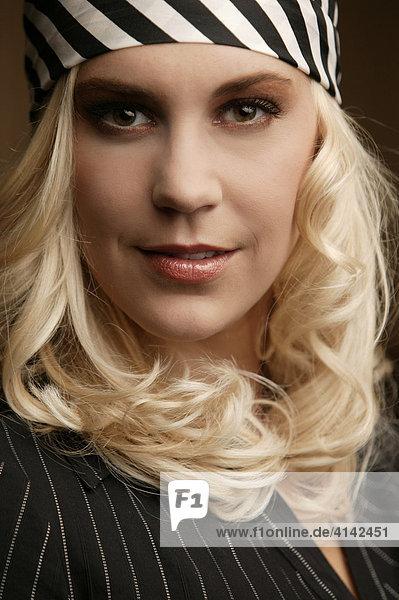 Junge blonde Frau  Beauty - Portrait