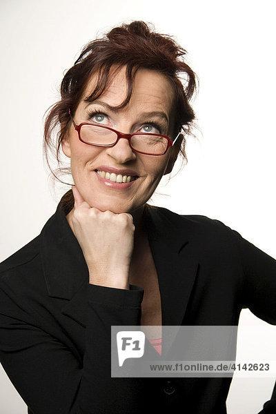 Frau im Business - Dress lächelt