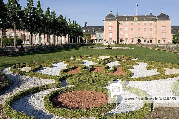 Schloss Schwetzingen  Blick vom Barockgarten  Baden-Württemberg  Deutschland
