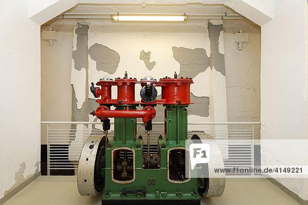 Kreiselpumpe mit Benzinmotor  Exponat im Museum der Deutschen Binnenschifffahrt  Duisburg-Ruhrort  NRW  Deutschland Kreiselpumpe mit Benzinmotor, Exponat im Museum der Deutschen Binnenschifffahrt, Duisburg-Ruhrort, NRW, Deutschland