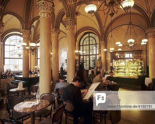 Innenraum Cafe Central  Kaffeehaus  Wien  Österreich