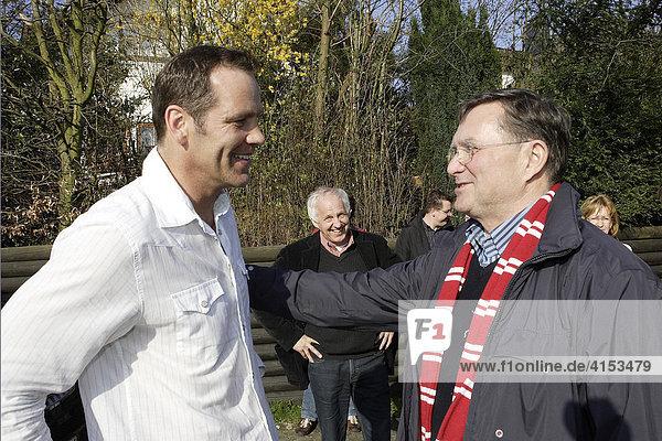 Henry Maske wird nach seinem Comeback Zuhause von Nachbarn  Freunden und Bürgermeister empfangen  Overath  Nordrhein-Westfalen  Deutschland